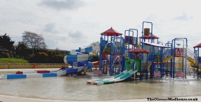 wheel gate splash pool