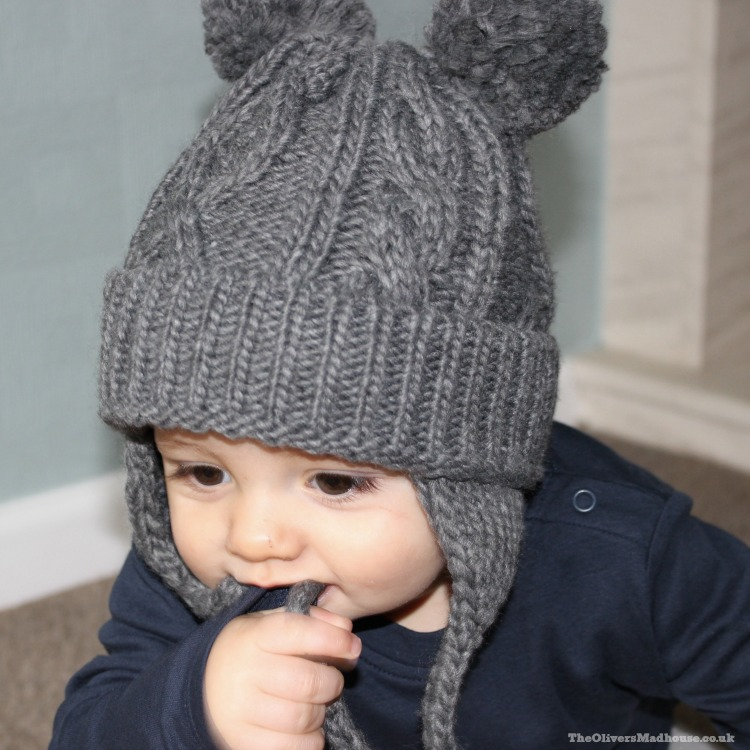 baby wearing get chunky cable knit hat