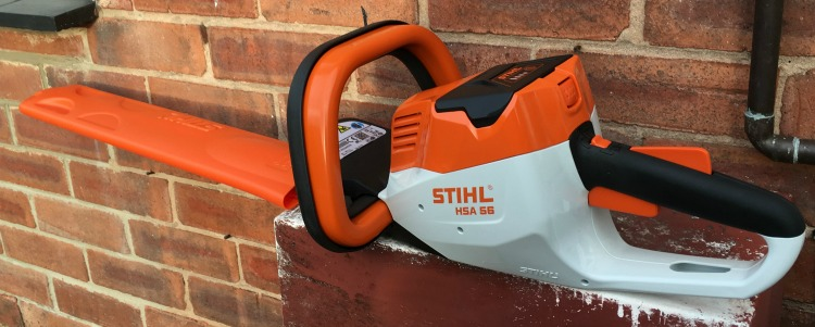 STIHL Compact Cordless Hedge Trimmer - A Review The Oliver\\\'s Madhouse