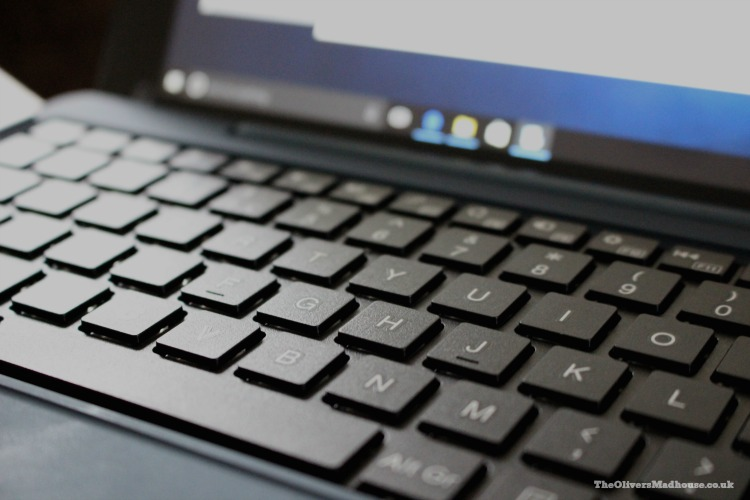 A Review Of The Venturer 2 in 1 Mini Windows Notebook The Bravo SE 10K The Oliver\\\'s Madhouse
